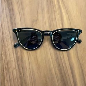Super cute - only worn once - black & gold sunnies